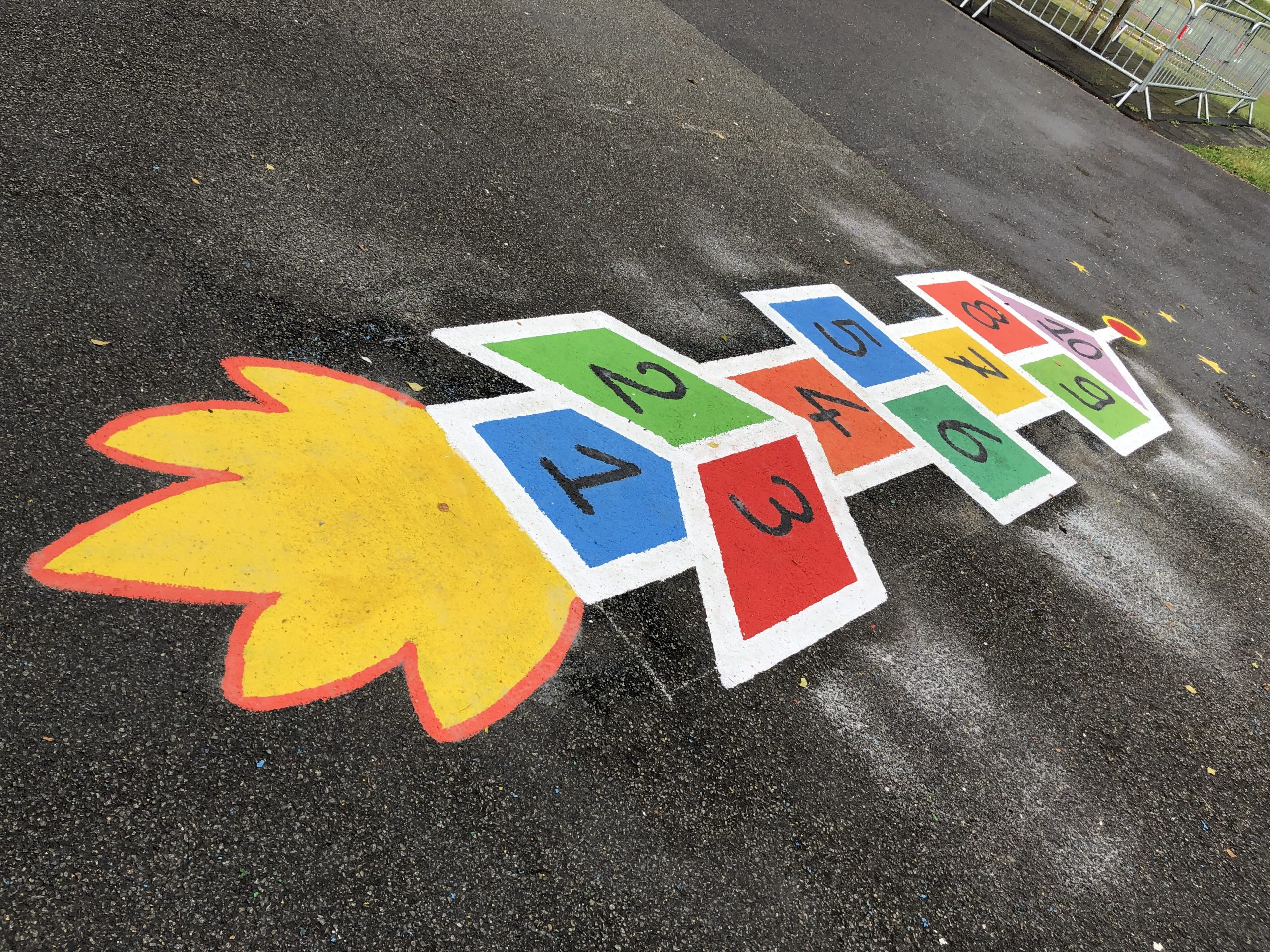 École du Parc : rénovation et création des jeux extérieurs en peinture, samedi 27 juin 2020